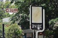 SÃO PAULO, SP, 09 DE FEVEREIRO DE 2012 - CLIMA TEMPO - Termômetro marca 34 graus na tarde desta quinta-feira, na região da avenida Paulista. FOTO: ALEXANDRE MOREIRA - NEWS FREE.