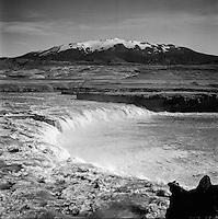 Tr&ouml;llkonuhlaup &iacute; &THORN;j&oacute;rs&aacute; me&eth; Heklu &iacute; baks&yacute;n, 1962<br /> <br /> &THORN;j&oacute;rs&aacute; river: Tr&ouml;llkonuhlaup, Mt. Hekla in the background, 1962