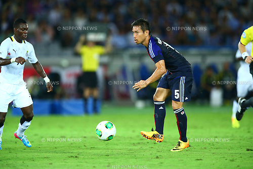 (R-L) Yuto Nagatomo (JPN), Christian Atsu (GHA),<br /> SEPTEMBER 10, 2013 - Football / Soccer :<br /> Kirin Challenge Cup 2013 match between Japan 3-1 Ghana at Nissan Stadium in Kanagawa, Japan. (Photo by Kenzaburo Matsuoka/AFLO)