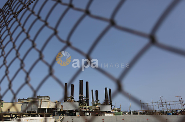 A view shows Gaza's power plant through a barbed fence during a protest calling for an end to the power crisis, outside the power plant in the central Gaza Strip April 23, 2017. Photo by Ashraf Amra