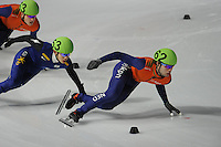 SCHAATSEN: DORDRECHT: Sportboulevard, Korean Air ISU World Cup Finale, 11-02-2012, Jung-Su Lee KOR (53), Sjinkie Knegt NED (62), ©foto: Martin de Jong
