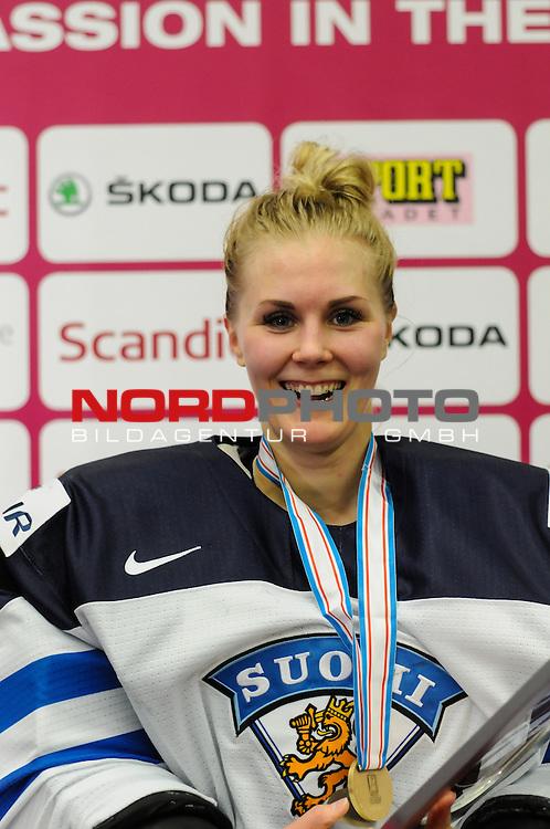04.04.2015, Malm&ouml; Ishall, Malm&ouml; , SWE, IIHF Eishockey Frauen WM 2015, Finnland  (FIN) vs Russland (RUS), im Bild, Finnland wird Dritter der WM, Meeri RAISANEN (#18, FIN)<br /> <br /> ***** Attention nur f&uuml;r redaktionelle Berichterstattung *****<br /> <br /> Foto &copy; nordphoto / Hafner