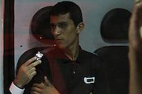 GUARULHOS, SP, 02.12.2013 - DESABAMENTO / OBRA / GUARULHOS - Um prédio de cinco andares em construção desabou na noite desta segunda-feira, 02, na Avenida Presidente Humberto Castelo Branco, altura do número 1.900, em Guarulhos, na Grande São Paulo. O acidente ocorreu por volta das 19h20. Dois operarios que trabalham na obra, mas nao estavam no local. (Foto: Geovani Velesquez / Brazil Photo Press).