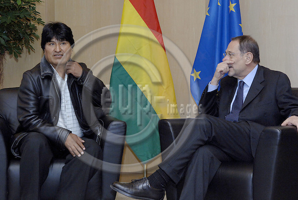 Brussels-Belgium - 05 January 2006---Javier SOLANA (ri), EU High Representative for the Common Foreign and Security Policy (CFSP), receives the Bolivian President-Elect Evo MORALES (le)---Photo: Horst Wagner/eup-images