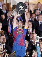 MADRID, ESPANHA, 25 DE MAIO 2012 - FINAL COPA DO REY - BARCELONA X ATHLETIC CLUB -  Xavi levanta o trofeu da  Copa do Rey no Estadio San Mames em Madrid capital da Espanha, ontem dia 25. (FOTO: ALVARO HERNANDEZ / ALFAQUI / BRAZIL PHOTO PRESS).