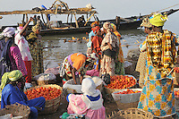 Tomato trade on the Niger river