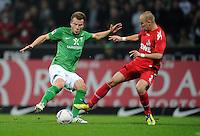 FUSSBALL   1. BUNDESLIGA   SAISON 2011/2012    12. SPIELTAG SV Werder Bremen - 1. FC Koeln                              05.11.2011 Phillip BARGFREDE (li, Bremen) gegen Miso BRECKO (re, Koeln)