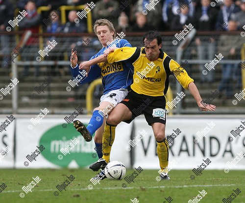 2008-01-20 / Voetbal / SK Lierse - Verbroedering Geel / .Robin Peeters (L) met Jurgen Cavens van Lierse..Foto: Maarten Straetemans (SMB)