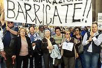 Roma, 17 Ottobre 2012.Manifestazione dei comitati cittadini contro l'ipotesi della discarica a Valle Galeria..Sit in al Pantheon e poi davanti a Montecitorio