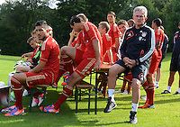 FUSSBALL     1. BUNDESLIGA     SAISON  2012/2013     30.07.2012 Fototermin beim  FC Bayern Muenchen  Emre Can, Thomas Mueller, Trainer Jupp Heynckes  (v. li., )