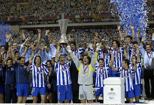 21.05.2003. JORGE COSTA & VITOR BAIA hold up the trophy as PORTO players celebrate after their win, Celtic 2 v PORTO 3 aet. UEFA Cup Final, Estadio Olympico, Seville
