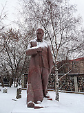 """Stalinskulptur, Der Skulpturenpark """"Museon"""" im Zentrum von Moskau. Im Herbst 1991 wurde die Sowjetunion Geschichte, alte Helden gestürzt und hier, in der Nähe des damaligen Gorki Park, ins Gras geworfen."""