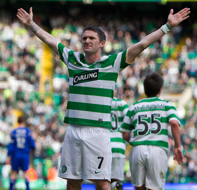 Robbie Keane scores from the penalty spot and salutes the Celtic fans