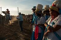 Comemorado pelos negros  a mais de duzentos anos, São Benedito, o santo preto, recebe homenagem de cavaleiros que disputam a cavalhada , onde os participantes tentam apanhar uma argola com pequena lança as vésperas da procissão que homenageia o santo.<br /> Durante o torneio mulheres fantasiadas de marujas(denominação das mulheres que participam da festa dançando ao ritmo regional do retumbão, xote, roda, valsa e mazurca) assistem a cavalhada.<br /> Bragança, Pará, Brasil.<br /> Paulo Santos/Interfoto<br /> 25/12/2009