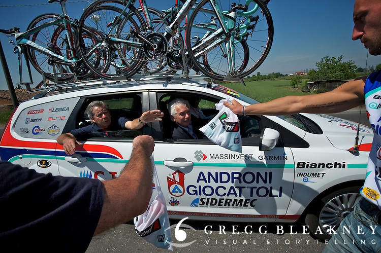 Team chase cars also get lunch delivered along the route. Androni Giocattoli. 2011 Giro d' Italia - Stage 2