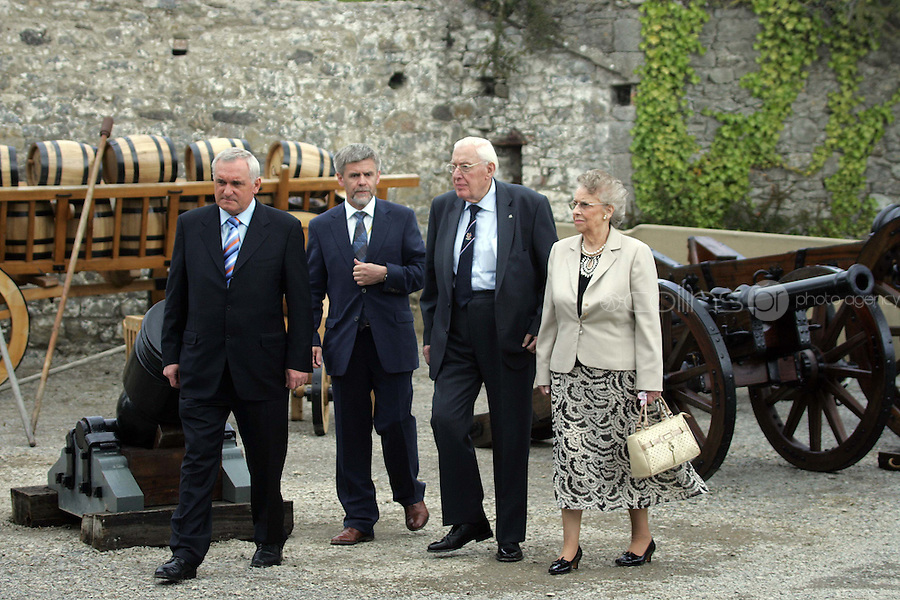 11/05/07 Dr. Ian Paisley, his wife Baroness Eileen  and Eugene Keane, curator of Oldbridge Estate with Taoiseach, Bertie Ahern this morning pictured at Oldbridge House, the site of the Battle of The Boyne in 1690....Picture Collins, Dublin, Colin Keegan.