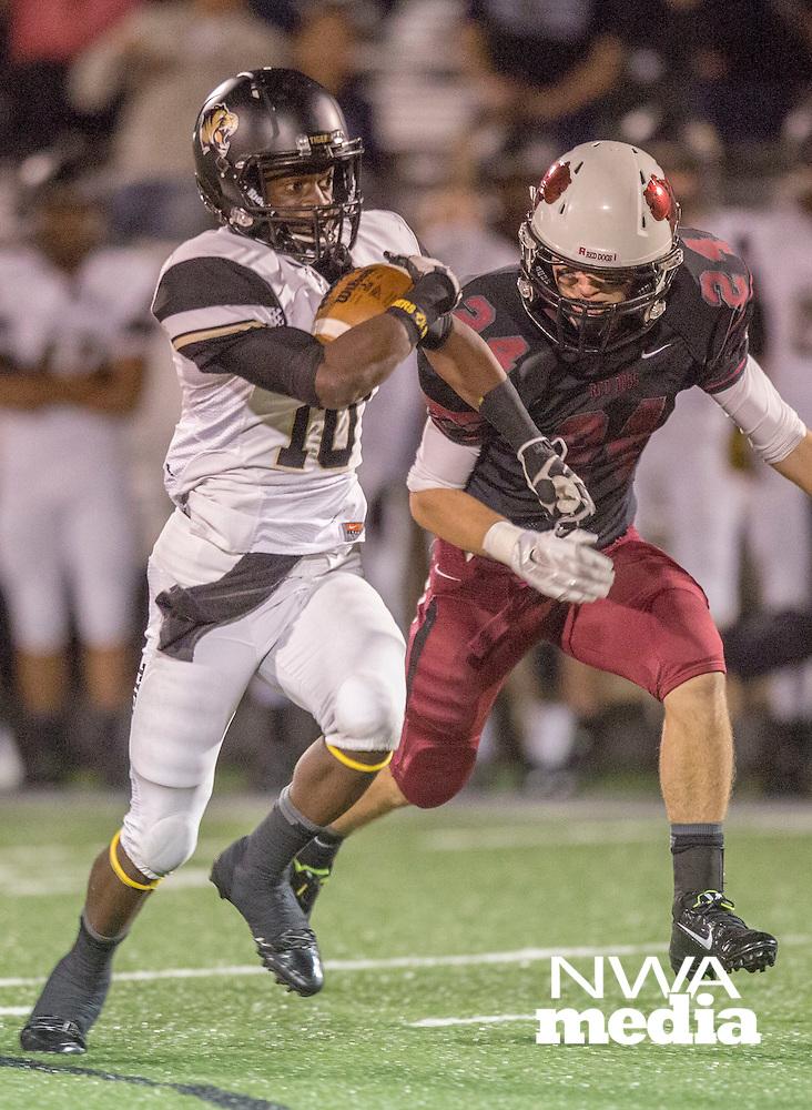 STAFF PHOTO JASON IVESTER --10/17/2014--<br /> Springdale High School vs Bentonville High School football