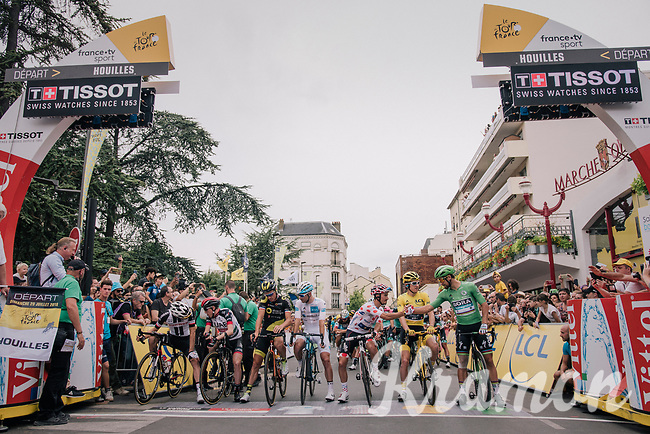 yellow jersey / GC leader Geraint Thomas (GBR/SKY) & all the other 'jersey's' on the start line of the final stage<br /> <br /> Stage 21: Houilles > Paris / Champs-Élysées (115km)<br /> <br /> 105th Tour de France 2018<br /> ©kramon