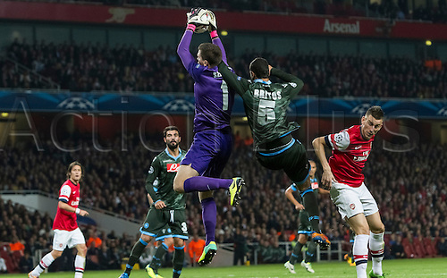 01.10.2013 London, England. Arsenal goalkeeper Wojciech Szczęsny (1) gets up for a corner kick ahead of SSC Napoli defender Miguel Angel Britos (5) during the UEFA Champions League Group Stage fixture between Arsenal and SSC Napoli from the Emirates Stadium