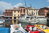 Italy, Veneto, Lake Garda, Malcesine: small harbour at East Bank of Lake Garda | Italien, Venetien, Gardasee, Malcesine: kleiner Hafen am Ostufer des Gardasees