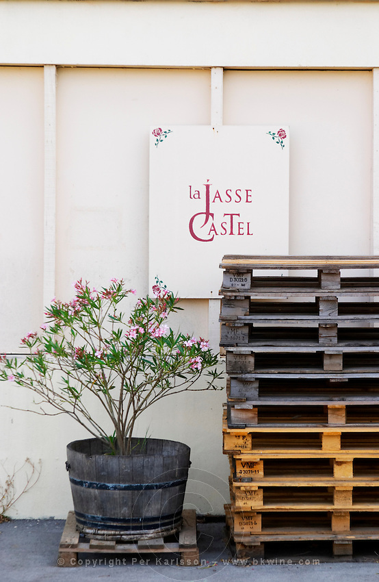 Visit by appointment. Flower pot and euro pallets. Domaine La Jasse Castel. Montpeyroux. Languedoc. The winery building. France. Europe.