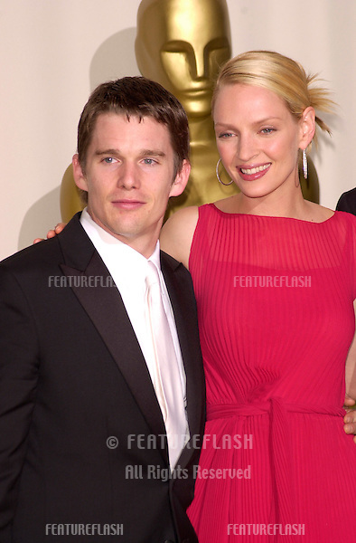26MAR2000:  Actor ETHAN HAWKE & actress UMA THURMAN at the 72nd Academy Awards..© Paul Smith / Featureflash