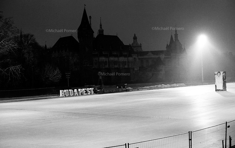 (19...25).12. 2013     Budapest (Hungary)<br /> <br /> Patinoire de Budapest et le ch&acirc;teau de Vajdahunyad en fond.<br /> <br /> Rink of Budapest and Vajdahunyad castle in the background.