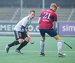AMSTELVEEN - Ruben Versteeg (HCKZ) met Ties Klinkhamer (Adam)  tijdens de hoofdklasse competitiewedstrijd mannen, Amsterdam-HCKC (1-0).  COPYRIGHT KOEN SUYK