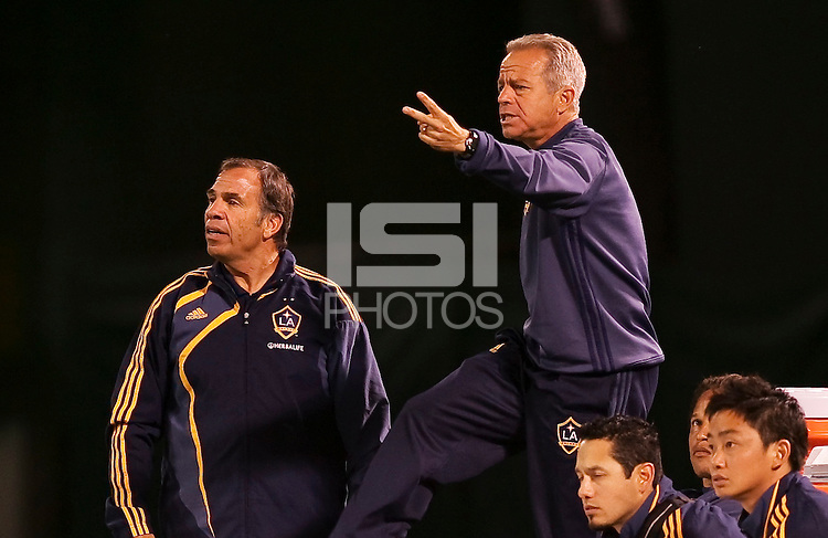 Bruce Arena (left) and staff . San Jose Earthquakes tied Los Angeles Galaxy 1-1 at the McAfee Colisum in Oakland, California on April 18, 2009.