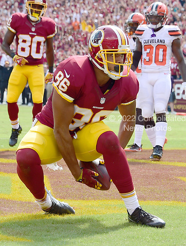 Washington Redskins tight end Jordan Reed (86) celebrates his first touchdown of the game in the first quarter against the Cleveland Browns at FedEx Field in Landover, Maryland on October 2, 2016.<br /> Credit: Ron Sachs / CNP