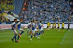 15.04.2018, Veltins-Arena, Gelsenkirchen, GER, 1.FBL, FC Schalke 04 vs Borussia Dortmund, im Bild die Mannschaften von Schalke und Dortmund beim Aufwaermen<br /> <br /> Foto &copy; nordphoto/Mauelshagen