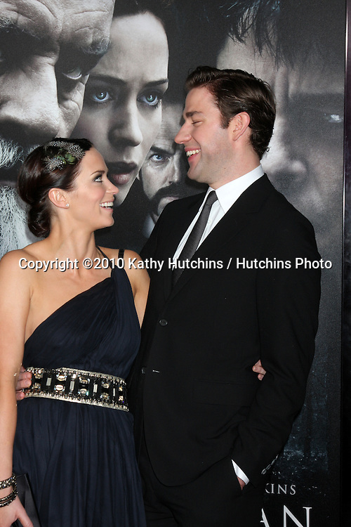 Emily Blunt and John Krasinski .arrivng at the premiere of The Wolfman..Arclight Hollywood.Los Angeles, CA.February 9, 2010.©2010 Kathy Hutchins / Hutchins Photo....