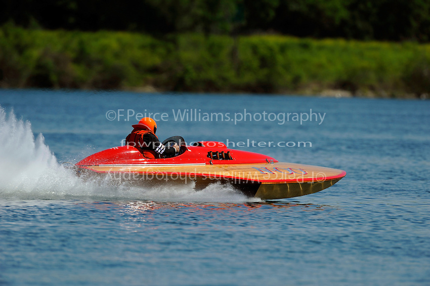 30-31 May, 2009 Eastwood Park Lake, Dayton, Ohio USA .A vintage racing hydroplane (race boat) in action on the water..©F. Peirce Williams 2009 USA.F.Peirce Williams.photography.ref: RAW (.NEF) File Available