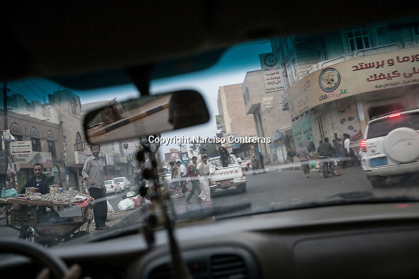 "Sunday 12 July, 2015: Residents fulfil the streets during the previous hours of the ""Iftar"" -the time to break the religious-duty of fasting for Muslims at the dusk-, in the surrounding areas of the Old City of Sana'a, Yemen. (Photo/Narciso Contreras)"
