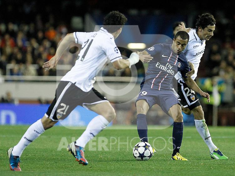 Valencia CF's Daniel Parejo (l) and Tino Costa (r) and Paris Saint-Germain's Lucas during Champions League 2012/2013 match.February 12,2013. (ALTERPHOTOS/Acero)
