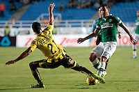 CALI-COLOMBIA-02-MARZO-2014. Victor Giraldo (Der)  del Deportivo Cali disputa el bal—n con Juan Arboleda (Izq.) jugador de Alianza Petrolera , durante partido por la fecha 14 , jugado en el estadio Pascual Guerrero ciudad de la ciudad de Cali . / Victor Giraldo  (R) player of Deportivo Cali vies for the ball with Juan Arboleda (L) player of  Alianza Petrolera during a match for the 14th date of the Liga Postobon I-2014 at the Pascual Guerrero Stadium in Cali  city, Photo: VizzorImage  / Juan Carlos Quintero  / Stringer.