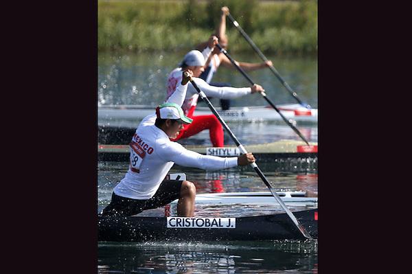 LON30. LONDRES (REINO UNIDO), 10/08/2012.- El mexicano José Cristóbal durante la prueba de 200m C1 de los Juegos Olímpicos Londres 2012, hoy 10 de agosto en en Eton Dorney. EFE//Kai Försterling..........