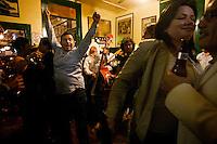 """Locals dancing to the """"Trio´s"""" music."""