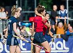 AMSTELVEEN  - Maxime Kerstholt (Lar) heeft gescoord en viert het met Macey de Ruiter (Lar) ,  hoofdklasse hockeywedstrijd dames Pinole-Laren (1-3).  COPYRIGHT  KOEN SUYK