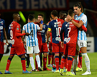 MEDELLIN-COLOMBIA, 18-02-2020: Jugadores de Deportivo Independiente Medellin (COL) y Club Atletico Tucuman (ARG), al final de partido entre Deportivo Independiente Medellin (COL) y Club Atletico Tucuman (ARG), por la Copa Conmebol Libertadores 2020 en el estadio Atanasio Girardot de la ciudad de Medellin. / Players of Deportivo Independiente Medellin (COL) and Club Atletico Tucuman (ARG) at the end of a match between Deportivo Independiente Medellin (COL) and Club Atletico Tucuman (ARG), for the Copa Conmebol Libertadores 2020 at the Atanasio Girardot stadium in Medellin city. / Photo: VizzorImage  / Leon  Monsalve / Cont.