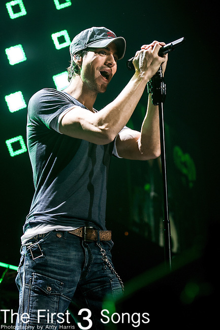 Enrique Iglesias performs onstage during Hot 99.5's Jingle Ball 2013 presented by Overstock.com, at the Verizon Center on December 17, 2013 in Washington, D.C.