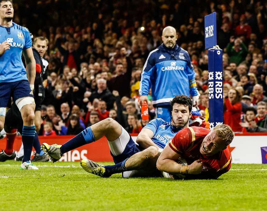 Wales' Ross Moriarty scores his sides seventh try<br /> <br /> Photographer Simon King/CameraSport<br /> <br /> International Rugby Union - RBS 6 Nations Championships 2016 - Wales v Italy - Saturday 19th March 2016 - Principality Stadium, Cardiff <br /> <br /> &copy; CameraSport - 43 Linden Ave. Countesthorpe. Leicester. England. LE8 5PG - Tel: +44 (0) 116 277 4147 - admin@camerasport.com - www.camerasport.com