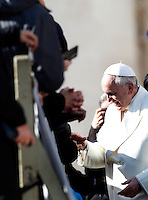 Papa Francesco tiene l'udienza generale del mercoledi' in Piazza San Pietro, Citta' del Vaticano, 15 gennaio 20134.<br /> Pope Francis attends his weekly general audience in St. Peter's Square at the Vatican, 15 January 2014.<br /> UPDATE IMAGES PRESS/Riccardo De Luca<br /> <br /> STRICTLY ONLY FOR EDITORIAL USE