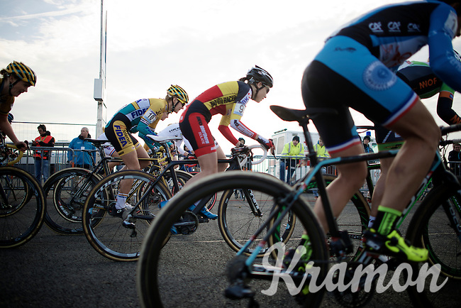 Sanne Cant (BEL/BKCP-Powerplus) sprints away at the start<br /> <br /> Koksijde CX World Cup 2014
