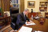 Washington, DC - October 24, 2008 -- United States President George W. Bush fills out his ballot for the 2008 election during the early voting process from his Oval Office desk at the White House Friday, October 24, 2008. Ballots cast by both the President and first lady Laura Bush will be mailed back to Texas today.  .Credit: Eric Draper - White House via CNP.