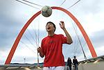 Tian Yu e Fang Zhou, Cina. Giocatori di Balon Mundial torneo per migranti residenti in Piemonte, ritratti al villaggio olimpico dove vivono. Chinese football players in Balon Mundial, tournament for immigrants living in Piedmont.