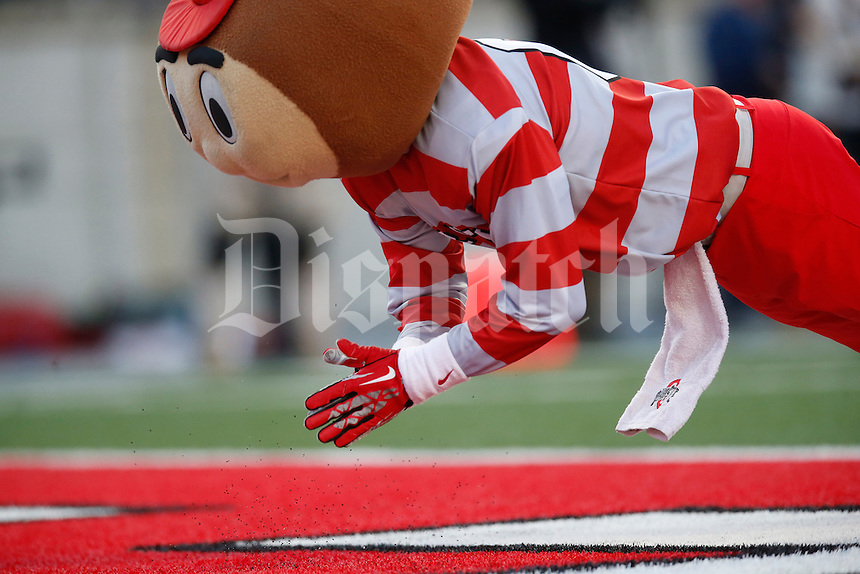 Brutus claps his hands as he does pushups  in the second half of an NCAA football game between the Ohio State Buckeyes and the University of Hawaii at Ohio Stadium in Columbus, Ohio, on Saturday, September 12, 2015. (Columbus Dispatch photo by Fred Squillante)