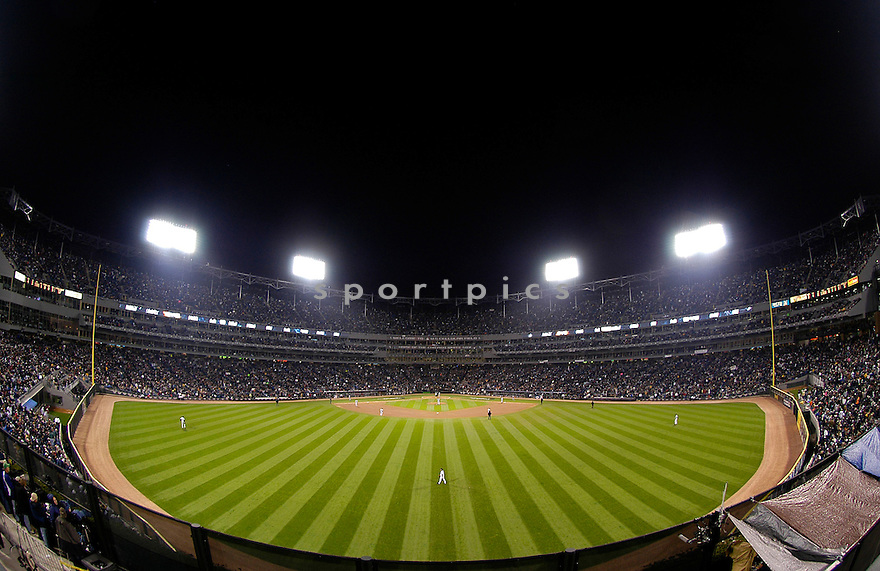 An overall view of US Cellular Field in Chicago, IL, during Game 1 of the 2005 World Series between the Chicago White Sox and the Houston Astros on October 22, 2005. (AP Photo/Chris Bernacchi)