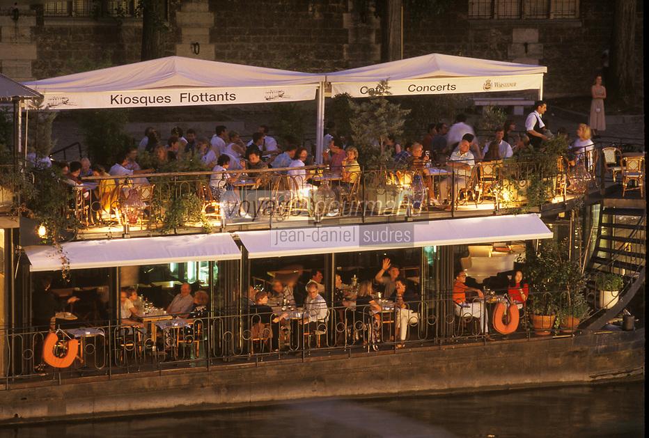 Europe/France/Ile-de-France/75/Paris/75001/Ile de la Cité: Sur les quais de la Seine - Restaurants sur les kiosques flottants sur la Seine