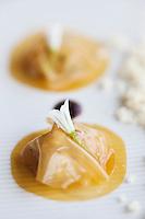 Europe/France/Bretagne/29/Finistère/Carantec: Tartare de daurade royale en raviole de cidre et taboulet de chou- fleur cru. Recette de Patrick Jeffroy  -  Restaurant: Patrick Jeffroy - Hôtel de Carantec